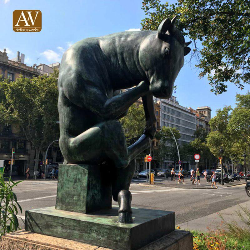 thinking_bull_bronze_statue 拷贝